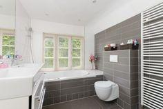 licht grijze tegels badkamervloer - Google zoeken