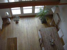 Blick auf Esszimmer, Küche und Balkon von der Galerie