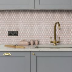 We're a little bit in love with this kitchen splashback using pink penny mosaics by @ca_pietra_ available at @tilestyle 💕 • • • #pink #rose #penny #tiles #capietra #mosaics #kitchendesign #kitchen #interiordesign #tilestyle #tileaddiction #architecture #homedecor #kitchenideas #pink #design #tiledesign