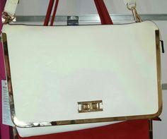 Precioso bolso con borde cromado