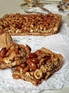Crostata integrale con frutta secca è un dolce rustico sia nel sapore che nella presentazione. Una crostata diversa dalle classiche preparata con solo farina integrale e frutta secca