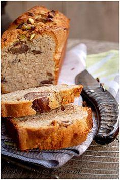 Cake à la Farine de Châtaigne----------------------------- 125 g de farine de châtaigne  125 g de farine de blé  80 g de sucre en poudre  1 sachet de sucre vanillé  125 g de beurre ramolli  3 œufs  1 sachet de levure chimique  Des châtaignes (et des brisures de pistaches pour la déco)
