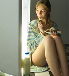 Can have you ever ripped through your leftovers after a bad date or tough meeting at work? Emotional eating plagues many people, and it can be especially Fitness Diet, Fitness Motivation, Health Fitness, Easy Weight Loss, Healthy Weight Loss, Nutrition For Runners, Fit Board Workouts, Workout Board, Body Is A Temple