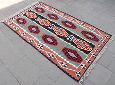 Tapis Kilim turc 41'' x 72'' à la main tissé Kayseri Kilim 105x185cm par SirvanRugStore sur Etsy https://www.etsy.com/fr/listing/514781285/tapis-kilim-turc-41-x-72-a-la-main-tisse