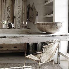 Love this vignette of greys, something so relaxing...