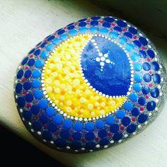#paintingrocks #p4 #moon