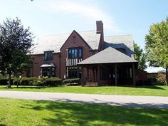 Paul Hoffman estate, later to become Stanley Clark School