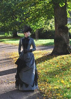 This summer I finally made the missing accessories to complete my 1887 style late bustle dress. The gloves are hand stitched from leather. 1880s Fashion, Edwardian Fashion, Vintage Fashion, Victorian Gown, Victorian Costume, Historical Costume, Historical Clothing, Vintage Gowns, Vintage Outfits
