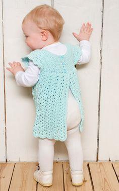 Hæklet kjole til de mindste | Babykjole i turkis | Hæklet til sommer | Gratis hækle- og strikkeopskrifter på skønne sager til dig, manden eller de mindste | Håndarbejde Diy Crochet And Knitting, Crochet For Kids, Diy Baby, Free Pattern, Knitting Patterns, Creative, Tops, Knit Patterns, Shell Tops