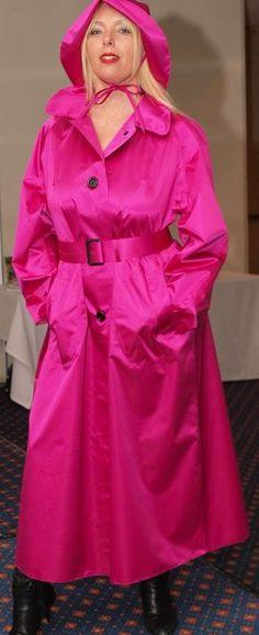 What a beautiful mackintosh - can just imagine the rustle of the rubberized satin. Raincoats For Women, Outerwear Women, Rain Fashion, Women's Fashion, Latex, Best Rain Jacket, Rubber Raincoats, Leder Outfits, Dog Raincoat