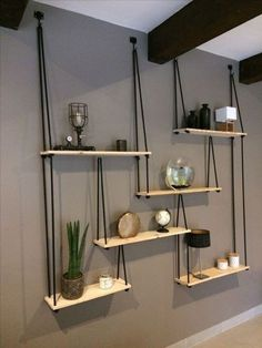 Natural wood shelves Natural wood shelves with rope and hook - D .-Naturholzregale Naturholzregale mit Seil und Haken – DIY Projekte Natural wood shelves Natural wood shelves with rope and hooks – DIY projects wood shelves - Diy Bedroom Decor, Living Room Decor, Bedroom Ideas, Dining Room, Decor Diy, Home Decoration, Decor Room, Living Room Wall Shelves, Hanging Lights Living Room