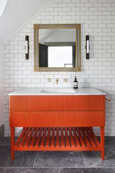 Crazy modern bathroom lighting design ideas to refresh your home Coral Bathroom Decor, White Bathroom, Modern Bathroom, Master Bathroom, Bathroom Vanities, Industrial Bathroom, Contemporary Bathrooms, Bathroom Cabinets, Bathroom Wall