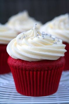Art Red velvet cupcake eat-it Red Cupcakes, Red Velvet Cupcakes, Velvet Cake, Cupcake Cakes, Mocha Cupcakes, Flower Cupcakes, Strawberry Cupcakes, Easter Cupcakes, Christmas Cupcakes