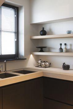 kitchen - Villa Perinne at the Belgian Coast by Juma Architects Dark Kitchen Cabinets, Kitchen Shelves, Black Kitchens, Home Kitchens, Cozy Room, Contemporary Interior Design, Kitchen Chairs, Room Kitchen, Kitchen Interior
