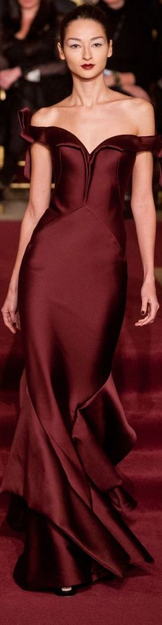 Marsala Pantone Color of the Year 2015 - Zac Posen ● New York Fall 2013 Red Fashion, Look Fashion, Runway Fashion, High Fashion, Fashion Trends, Style Work, Mode Style, Zac Posen, Beautiful Gowns