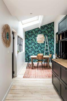 Parcourez les images de Cuisine de style de style Tropical de Cuisine – Espace Repas. Inspirez-vous des plus belles photos pour créer votre maison de rêve.