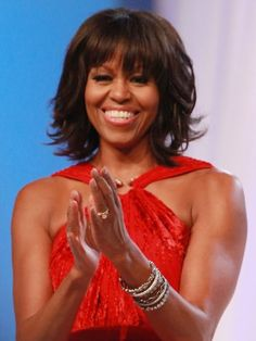 Michelle Obama    La primera dama de los Estados Unidos lucía bella y juvenil con su flequillo durante la inauguración de su esposo.