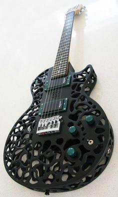 Esta fue la primera Guitarra hecha con impresora 3D ya existen algunas mas pero esta les paul fue la primera.  www.pedaleras.com