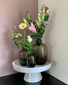 """Thuis bij jou op Instagram: """"Er zijn weer nieuwe producten toegevoegd aan de webshop, zoals deze vaasjes in drie verschillende maten. 😊 #thuisbijjou #lightandliving…"""" Glass Vase, Instagram, Home Decor, Decoration Home, Room Decor, Home Interior Design, Home Decoration, Interior Design"""