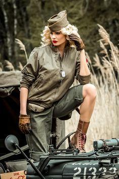 Christina Ricci, Zooey Deschanel, Scarlett Johansson, Pin Ups Vintage, Indie, Military Service, Ww2, Beautiful Women, Punk