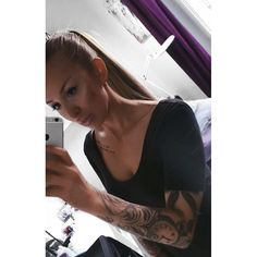 Work hard and stay humble, little girls with big dreams become women with vision. Respect, love and protect your family and your nearest and don't let anybody enter your circle. I'm not lucky, I'm blessed 🙏❤️ • #spraytanbynicolina #quotes #ambition #girlswithtattoos #girlswithink #inkedgirls #tattoo #tattooed #spraytanstockholm #oldoaktattoo #gabriellatattoo #selfie #motd #hotd #ootd #gaddad #goodvibes #familyfirst