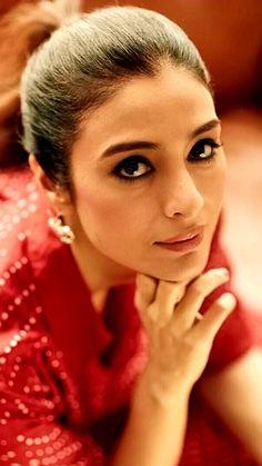 Tabu Indian Tv Actress, Indian Bollywood Actress, Indian Actresses, Aishwarya Rai Photo, Bollywood Designer Sarees, Beautiful People, Beautiful Women, Tabu, Bollywood Celebrities
