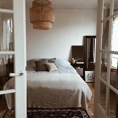 {At home} aujourd'hui sur le blog, je vous montre notre chambre ! #athome #appart #deco #design #bedroom #bedroomdecor #madeco #madecoamoi
