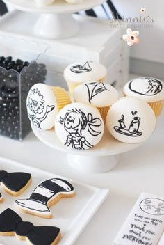 Boys Cat in the Hat Themed Birthday Candy Idea