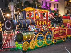 20 Iconic Mardi Gras Floats: Orpheus' Smokey Mary is an eight unit float. Mardi Gras Float, Train Light, New Orleans Mardi Gras, Mardi Gras Parade, Mardi Gras Decorations, Masquerade, Activities For Kids, Carnival, Mary