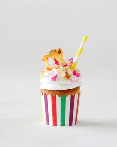Piña Colada -kuppikakut Food & Style Annika Elomaa Photo Joonas Vuorinen Kaneli & Sokeri 1/2016 www.maku.fi Something Sweet, Food Styling, Muffins, Cupcakes, Foods, Baking, Birthday, Desserts, Drink
