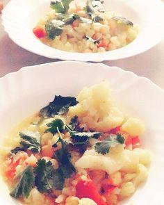 La comida está servida ! Un plato completo  con mucho sabor y muy saludable. Coliflor con curry y garbanzos   Link al blog en mi perfil  #delicious #food #healthyfood #foodblogger #recipe #recetassaludables #picoftheday #gastronomia #homemade
