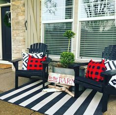 The Most Amazing Front Porch Design Ideas to Get Refreshing Home Entry – farmhouse front door with screen Summer Front Porches, Summer Porch Decor, Small Front Porches, Front Porch Design, Porch Designs, Front Patio Ideas, Decorating Front Porches, Porch Ideas Summer, Fromt Porch Decor