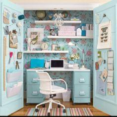 Closet = an office nook