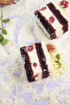 Cake with cherries and coconut cream Romanian Desserts, Romanian Food, Sweets Recipes, Cake Recipes, Cooking Recipes, Delicious Desserts, Yummy Food, Different Cakes, Square Cakes