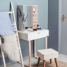 🆕Morgan Compact Vanity Meja duco satu laci + kotak cermin diatas meja sebagai storage . Overall size 65x40x131 cm Table size 65x40x75 Box mirror size 45x16x55 cm . Ukuran Rak di sebelah Cermin 13x12.5x16.5 cm Ukuran Rak di dalam Cermin 27x12.5x25.5 cm . Ready stock Rp 1,890,000 tanpa stool #ifurnholic_morgan #ifurnholic_mejarias #mejarias #vanitymirror #vanitytable #mejadandan #furniture #mejacermin #cermin #mejariasmodern #mejariasminimalis