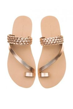 Metallic Braided Flats These trendy and comfortable flats will complete your personal wardrobe. Cute Shoes Flats, Shoes Flats Sandals, Slipper Sandals, Pretty Shoes, Heels, Trendy Sandals, Toe Ring Sandals, Beautiful Sandals, Mode Style