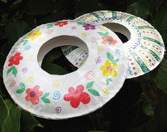 Flying Paper Plate Frisbee - Great for a Kite Flying day!  Good and easy craft to make!