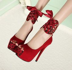 Charming knot stiletto in red #knot #heels www.loveitsomuch.com