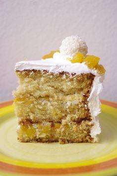 Un layer cake pina colada : tout le cocktail dans un gâteau aux parfums d'ananas, de noix de coco et de rhum.