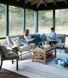 John Danzer, founder of the garden furniture company Munder-Skiles, designed the steel-framed sectional and the cedar coffee table on the screened-in porch of this cozy Connecticut home.