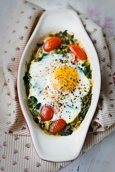 I love spinach and curry...look at that egg! Can't wait to try this...Turmeric n spice: Baked spinach curry