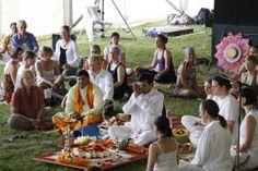 Die Yogis sind los: 10. Berliner Yogafestival 2014: 7.000 bis 10.000 Gäste werden beim Jubiläums-Event des Berliner Yogafestivals erwartet, um gemeinsam...