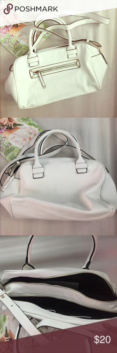 Forever 21 white bag Cute forever 21 bag. White with black accents and gold hardware. Never used. Adjustable and removable shoulder strap. Forever 21 Bags Shoulder Bags