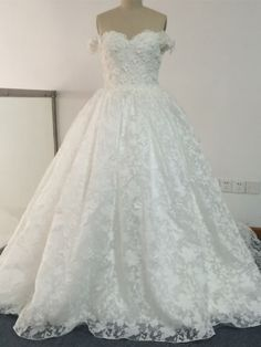 Sweetheart Lace Floor-Length Court Train Wedding Dress & colorful Wedding Dresses