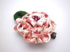 Peony hair clip Coral pink Tsumami kanzashi Flower by JagataraArt  #peony #hairclip #brooch #corsage #tsumamikanzashi #gitfideas #giftforher