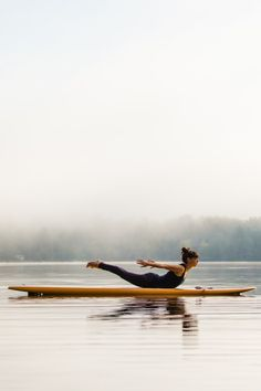 These days, yoga classes have actually become a necessity than ever. The practice is appearing in fitness centers, schools, and even some stores, not to discuss real yoga studios! Vinyasa Yoga, Yoga Bewegungen, Sup Yoga, Yoga Flow, Yoga Kundalini, Ashtanga Yoga, Paddle Board Yoga, Yoga Inspiration, Fitness Inspiration