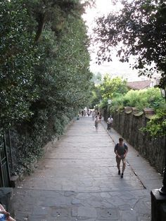 Steps towards Piazza Michelangelo, Florence.    Time for gelato