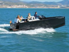 The 7 meter D23 tender was designed with elegance in mind, focusing on simple lines & angular shapes that add to both its style & hydrodynamics.