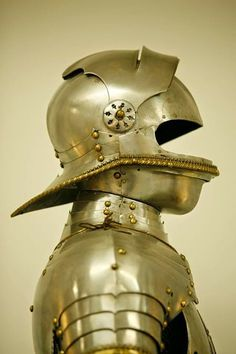 A very interesting close helmet/sallet - Via Armour Archive - courtesy of Peter Spätling Medieval Helmets, Medieval Weapons, Medieval Knight, Helmet Armor, Arm Armor, Body Armor, Knight In Shining Armor, Knight Armor, Renaissance