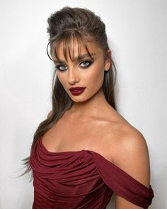 Taylor Hill is model from America. She's a Victoria's Secret Angel since Hill was a gymnast, before becoming a model and she has three siblings. Taylor Marie Hill, Carolina Herrera, Giorgio Armani, Balmain, Victoria's Secret, 257, Becoming A Model, Hollywood Celebrities, Famous Women